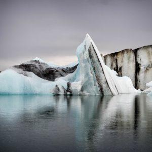 雪の結晶はなぜ六角形?水分子が作る鉱物の構造