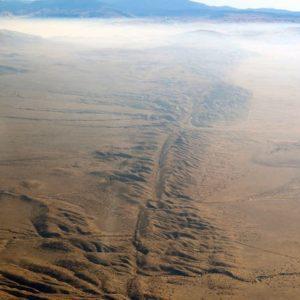 土柱群が立ち並ぶカラフルな崖。ユタ州南部・ブライスキャニオン
