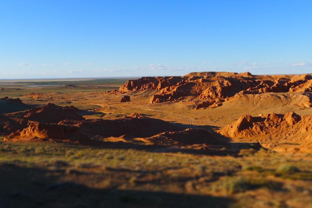 恐竜の卵が見つかったゴビ砂漠の化石産地(モンゴル南部バヤンザグ地域)