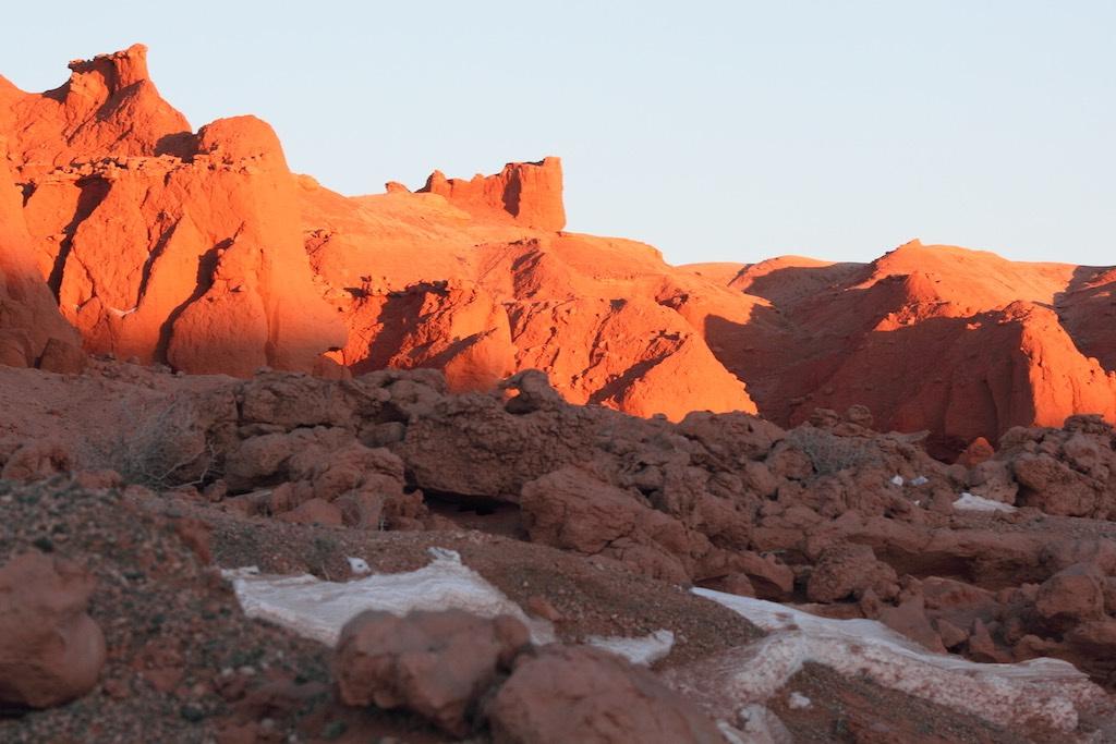 モンゴル南部バヤンザグの「燃える崖(The Flaming Cliffs)」