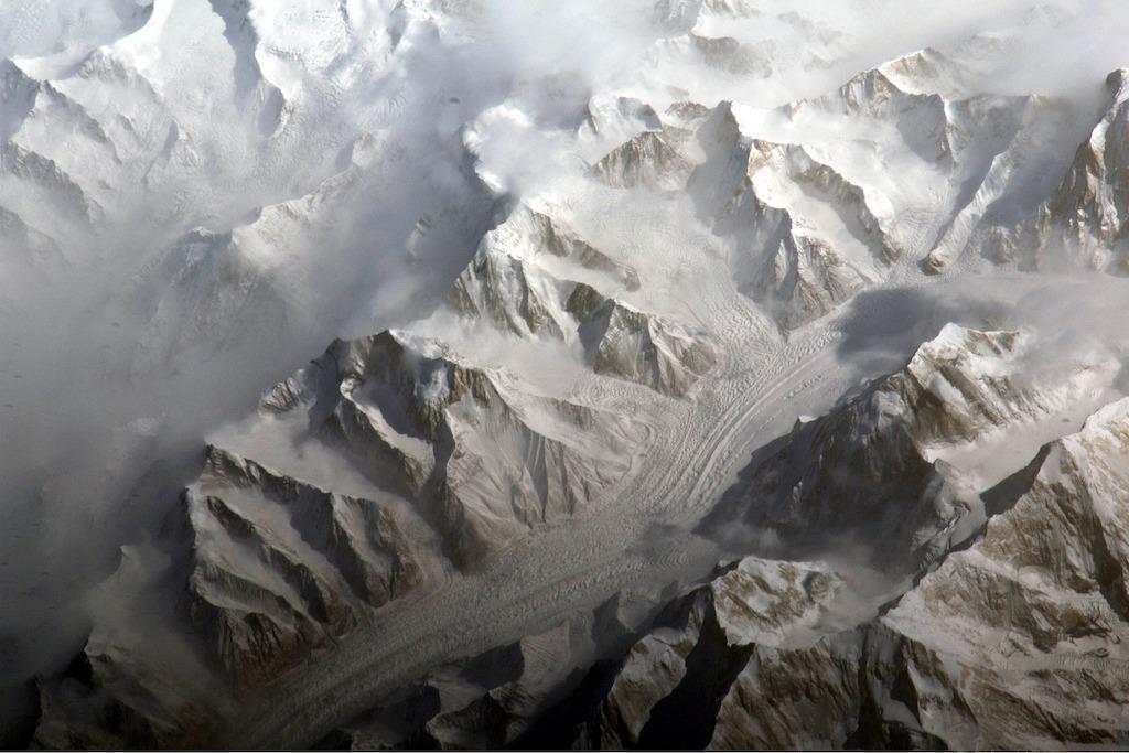 天山(テンシャン)山脈の空撮写真