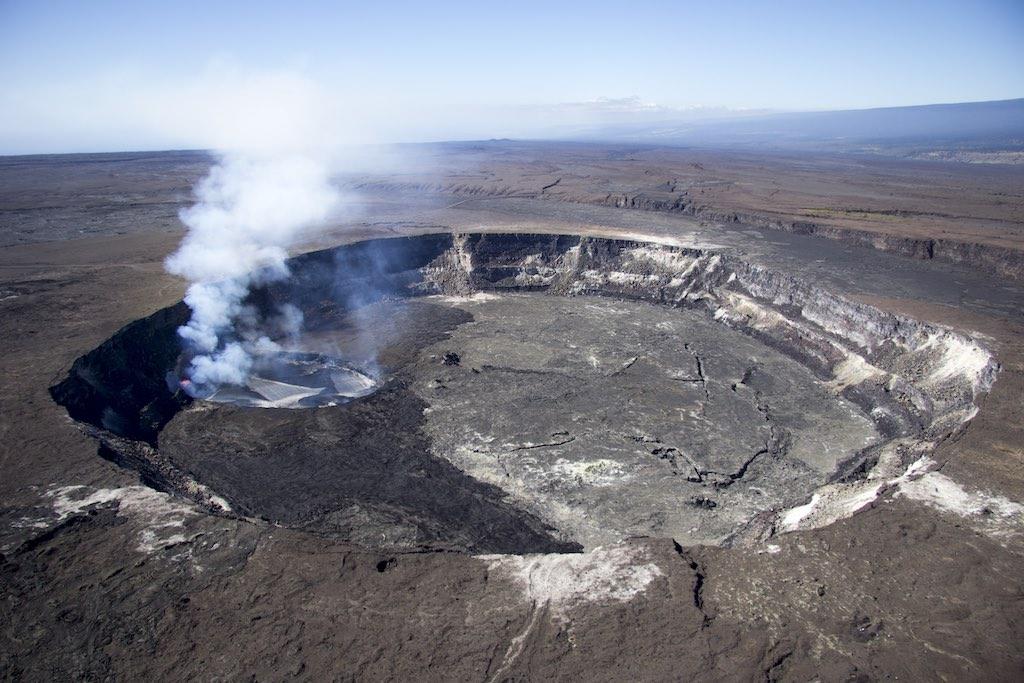 ハレマウマウ火口の全体像