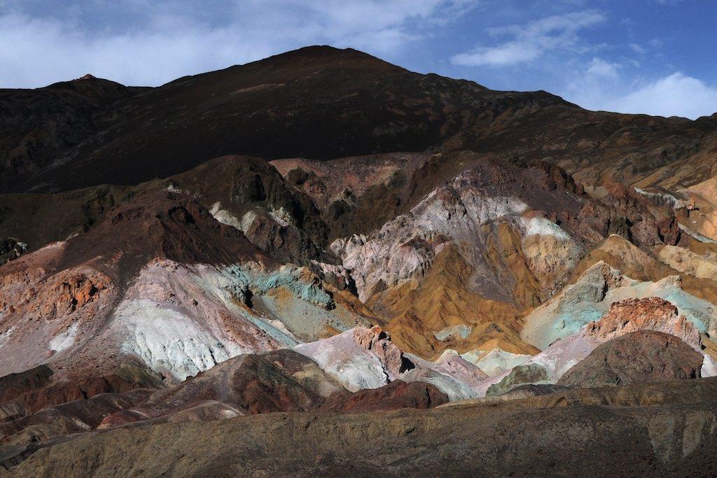 カリフォルニア州デスバレーの金属酸化物の地層