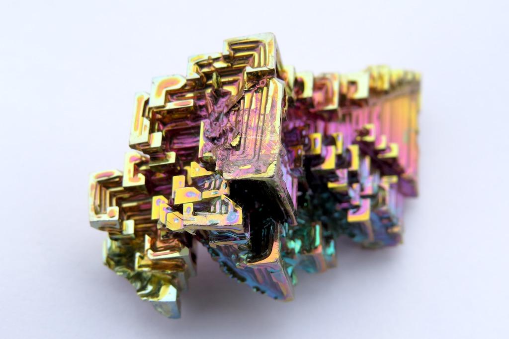 ビスマス結晶の構造色