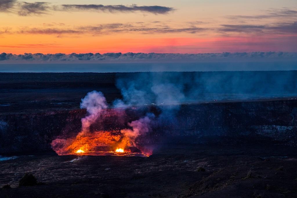 ハワイのハレマウマウ溶岩湖(キラウエア火山)