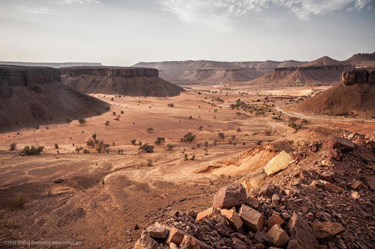 サハラ砂漠西部、モーリタニアのテーブルマウンテン(台地)